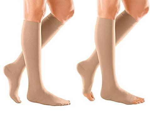 ถุงน่องแบบปิดปลายเท้ากับเปิดปลายเท้า